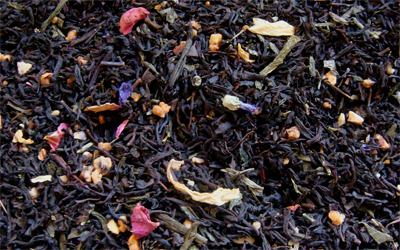 té negro crema de ruibarbo con vainilla caramelo y flores