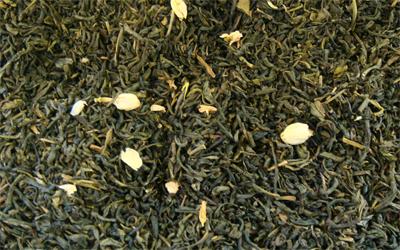 té verde chino jazmín con flores de jazmín